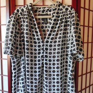 Lane Bryant| Black & White Circle Graphic Blouse